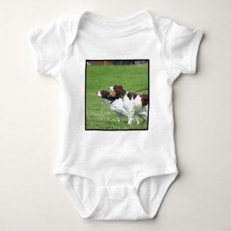 Camisa del bebé del perro de aguas de Bretaña