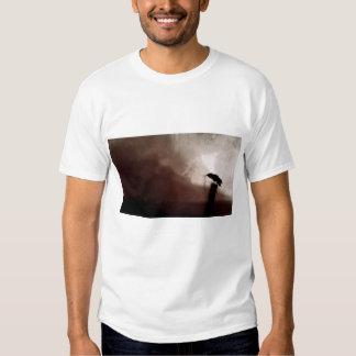 camisa del blanco del cuervo
