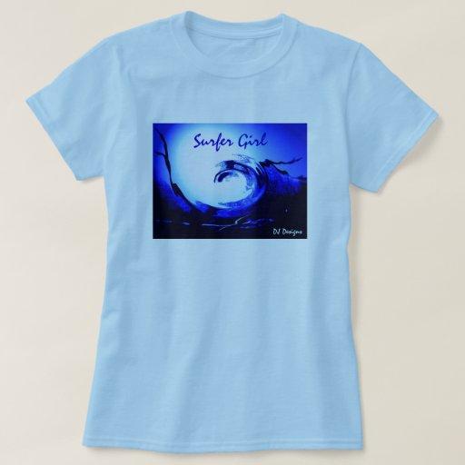Camisa del chica de la persona que practica surf