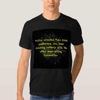 Camisa del chiste de los fuegos artificiales
