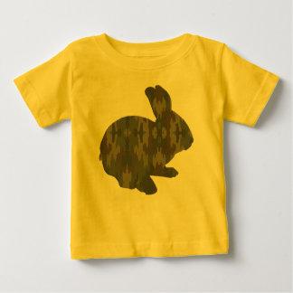 Camisa del conejito de pascua de la silueta del