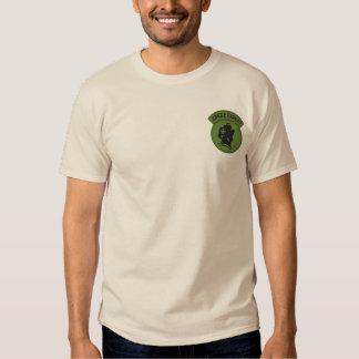 Camisa del experto de la selva