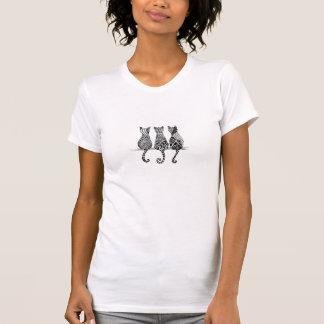 Camisa del jersey de las mujeres y tres gatos