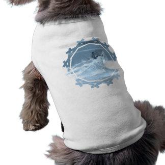 Camisa del mascota de los trucos que practica surf camisa de mascota