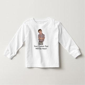 Camisa del niño con imagen y el texto de encargo