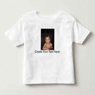 Camisa del niño con la imagen y el texto de