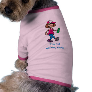 Camisa del perrito de la señora mayor que camina camisas de perritos