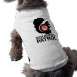 Camisa del perro de la patrulla de la ardilla playera sin mangas para perro