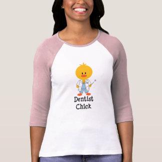 Camisa del polluelo del dentista