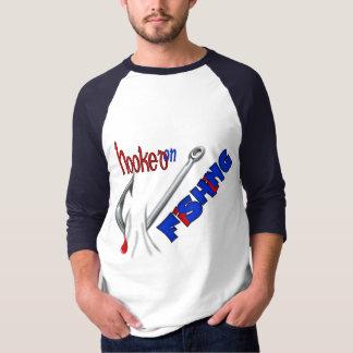 Camisa divertida de la pesca - enganchada en la