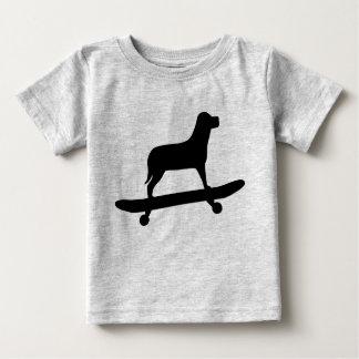 Camisa divertida del monopatín del perro para los