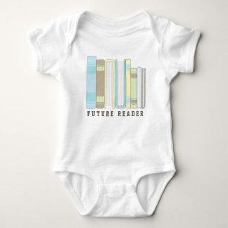 Camisa divertida futura de la pila de libro del