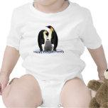 Camisa feliz del niño de la familia del pingüino
