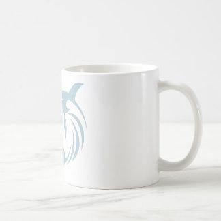 Camisa fresca del logotipo del icono de los peces taza básica blanca