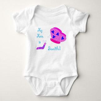 Camisa hermosa de la mariposa de la mamá
