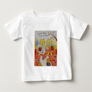 """Camisa infantil """"truco o invitación """" de Halloween"""