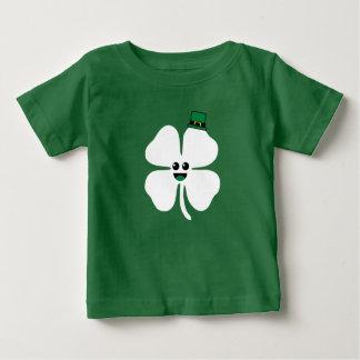 Camisa linda del niño del trébol