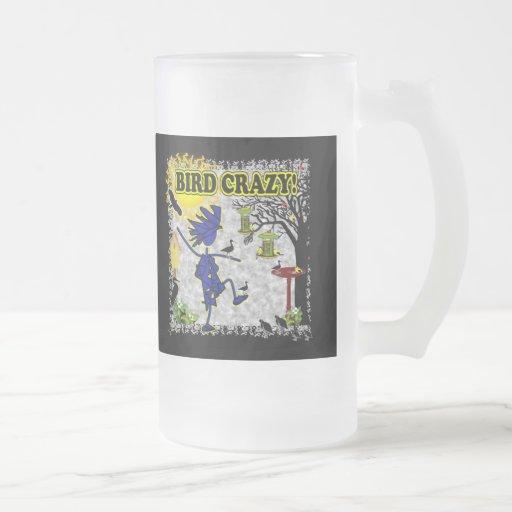 Camisa loca y más de la ropa del pájaro tazas