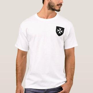 Camisa negra del escudo de Hospitaller de los