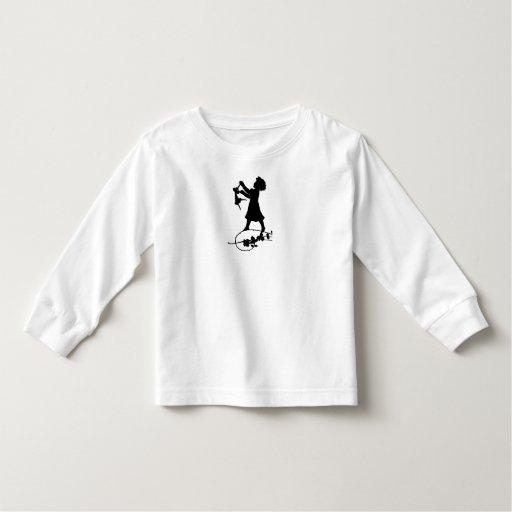 Camisa negra y blanca del chica de la silueta