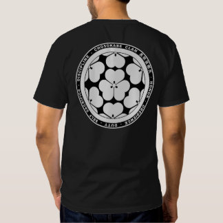 Camisa negra y blanca del clan del samurai de