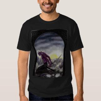 Camisa oscura del duende