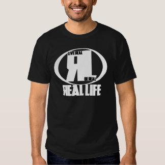 Camisa oscura - emblema de la vida real