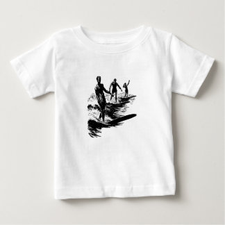 Camisa que practica surf de la escuela vieja