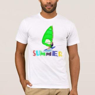 Camisa que practica surf del viento del verano