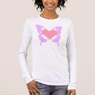 Camisa rosada y púrpura del corazón de la mariposa