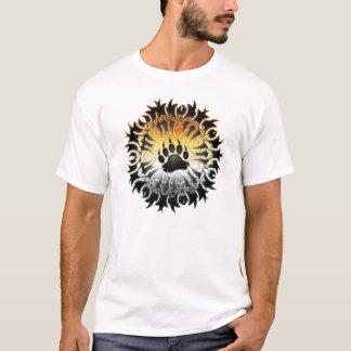 Camisa tribal de la pata del orgullo del oso