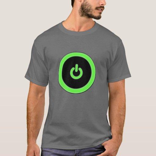 Camisa verde del botón de encendido del ordenador