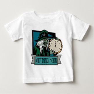 Camisa Witching del niño de la hora
