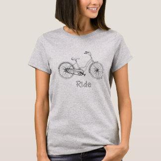 Camiseta a mano de la bici del paseo