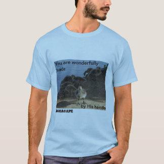 … Camiseta abundante maravillosamente hecha de la