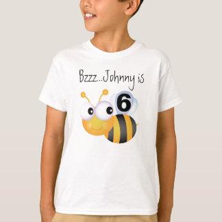 Camiseta adaptable del cumpleaños del abejorro del