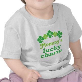 Camiseta afortunada del encanto de la mamá de St