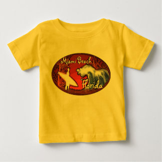 Camiseta amarilla del arte de la persona que