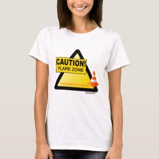 Camiseta anaranjada del cono de la zona de la