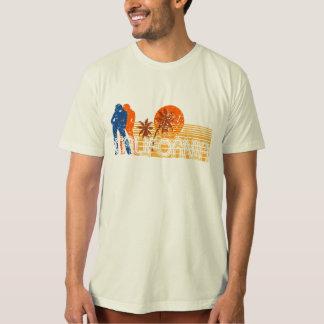 Camiseta apenada retra de la resaca de la playa playeras