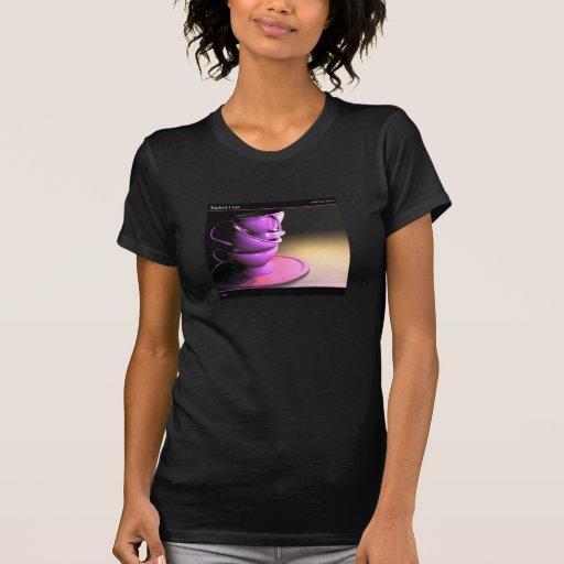 Camiseta apilada de las tazas