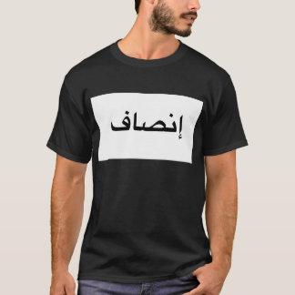 Camiseta árabe de la caligrafía de la justicia