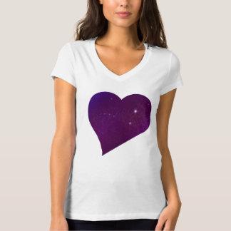 Camiseta astral púrpura del corazón playeras