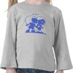 Camiseta azul de los niños que se besa