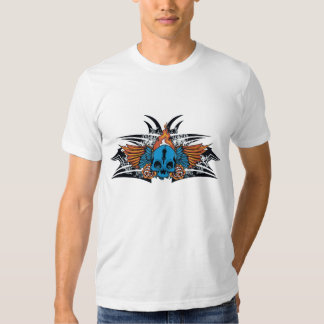 Camiseta azul flameada del cráneo remera