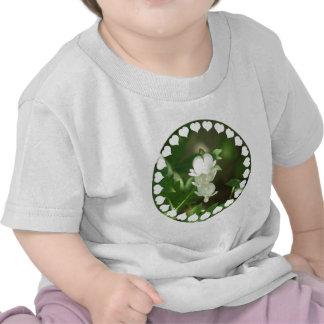 Camiseta blanca del bebé del corazón sangrante