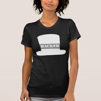 Camiseta blanca del pirata informático del gorra
