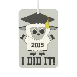 Camiseta blanca y del negro el llevar del graduado