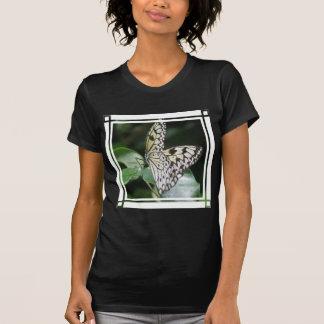 Camiseta blanca y negra de las señoras del negro
