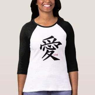 Camiseta blanco y negro con la muestra china del poleras